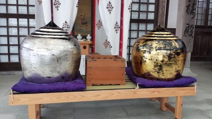 高良大社 大宝珠 干珠(かんじゅ)と満珠(まんじゅ)