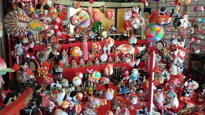 柳川市内のおよそ50か所にある雛人形や「さげもん」