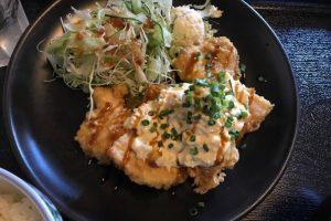 久留米市西町「海で游ぐ月」たまごたっぷりタルタルソースがたまらい「チキン南蛮定食」