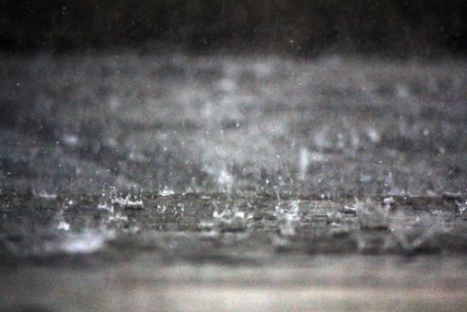 福岡県久留米市 激しい雨と雷 1時間に51.0ミリ
