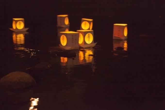 「久留米流し灯籠」4色の色を使用した灯籠 約3,000個は幻想的