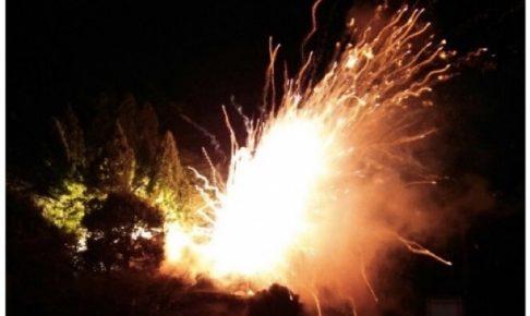 久留米市山川町「花火動乱蜂」爆音とともに火花が散る圧倒的な迫力!