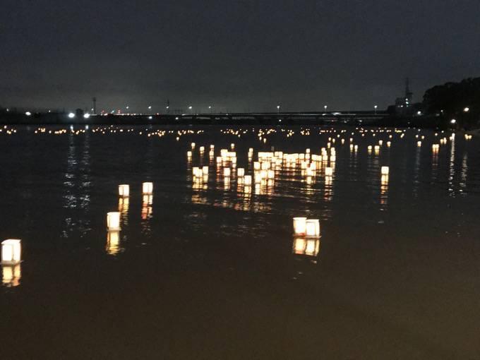 久留米流し灯籠 筑後川にゆらゆらと流れる灯籠