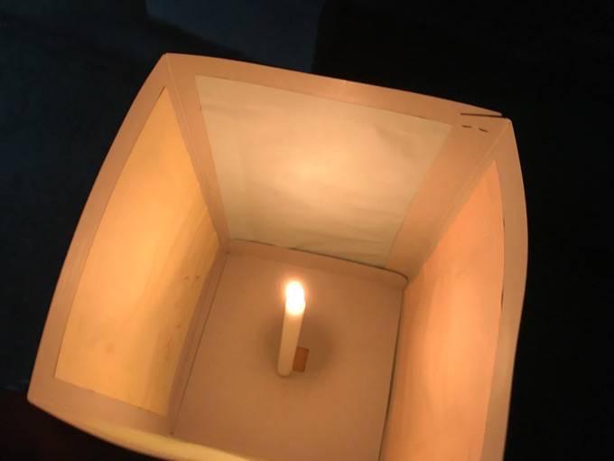 久留米流し灯籠 灯籠に火を灯す