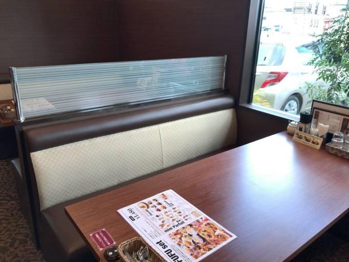 元町珈琲うふふ テーブル席