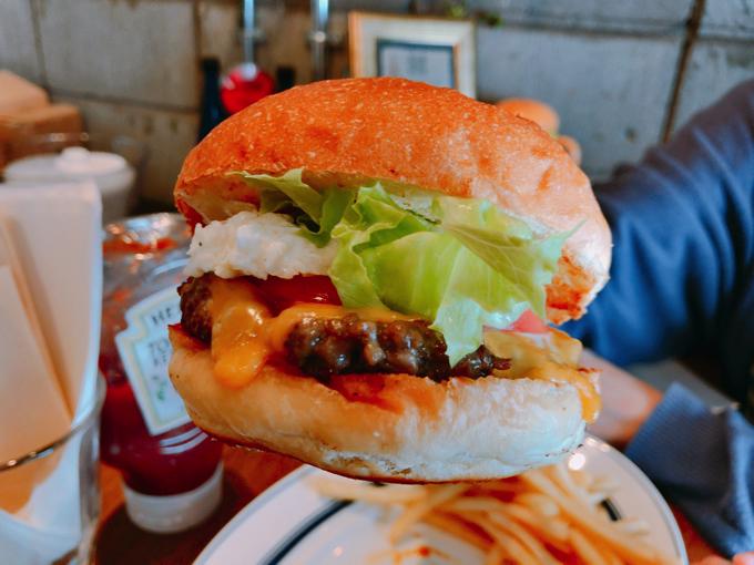 マリブ (MALIBU)ハンバーガーがジューシーで最高!内堀富美さんのお店