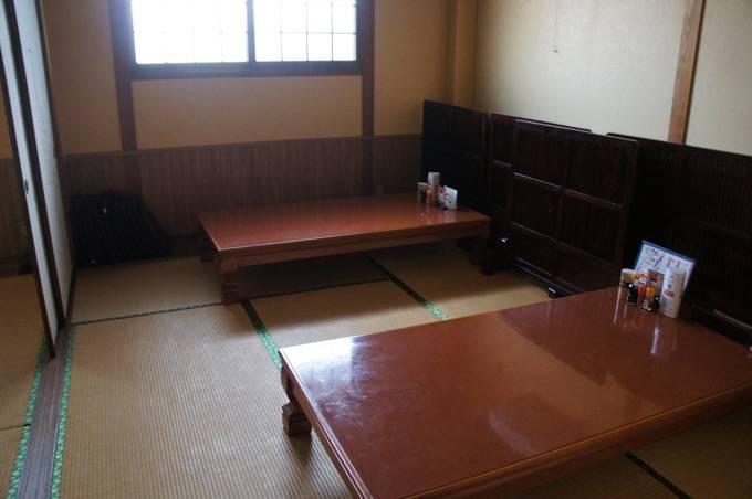 極虎餃子 座敷の個室奥