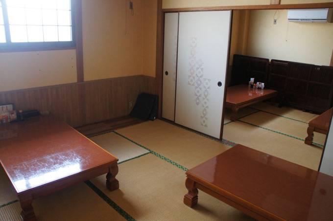 極虎餃子 座敷の個室