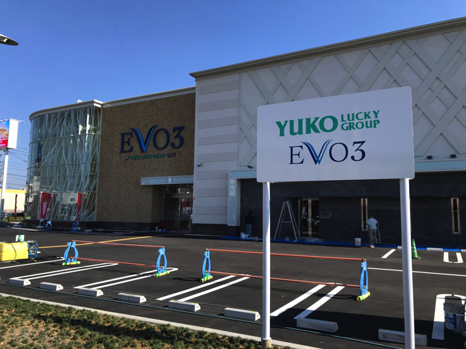 EVO3(イーヴォスリー)店舗前