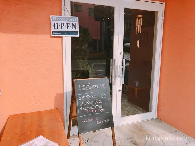 ニコとトレホの燻製ハンバーガー 店舗入口