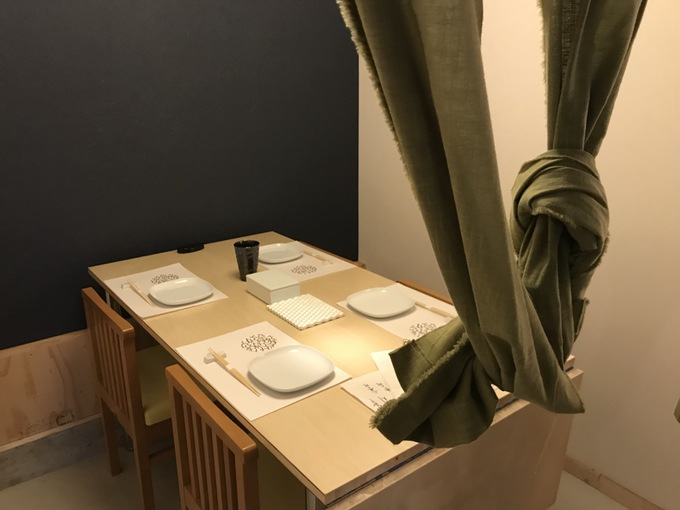 酒と飯しほうよし 半個室席テーブル席 右側