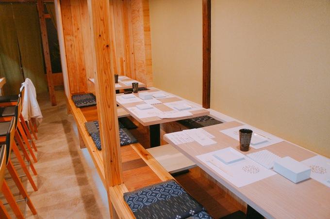 酒と飯しほうよし木造りの優しい和の雰囲気の店内