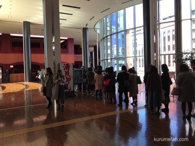 舞台「密やかな結晶」福岡公演(久留米市)入り口行列2