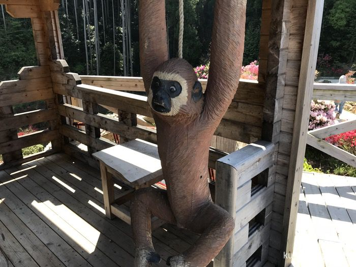 星の花公園 木彫りの動物園 手長猿