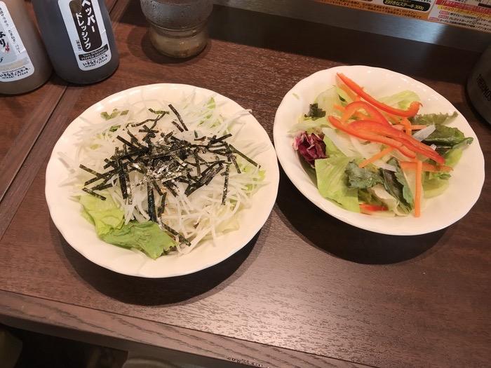 いきなり!ステーキ サラダは、『大根とレタスの和風サラダ(写真左)』と『レタスミックス(写真右)』