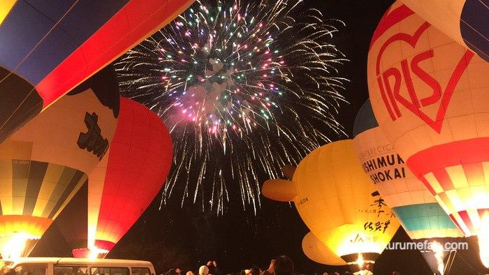 吉野ヶ里光の響 熱気球の夜間係留ナイトグローと打上花火
