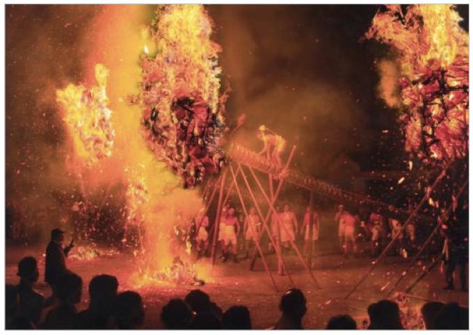 鬼の修正会 無病息災を祈願する筑後市 熊野神社火祭り