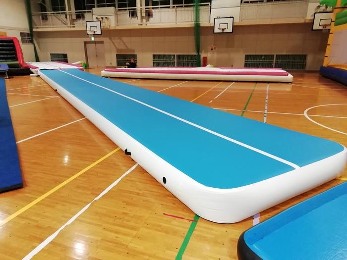 安武体育館 練習場 12m×厚さ30cmのエアートラックマット