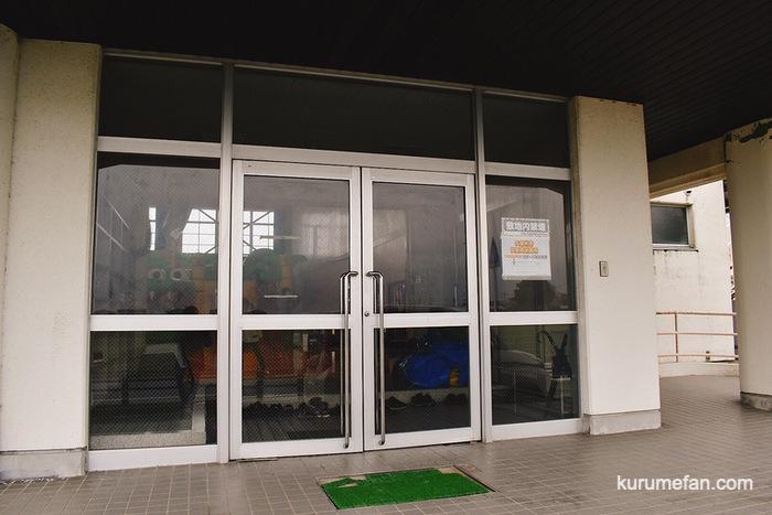 久留米市安武小学校体育館の自主練習場 駐車場 入口