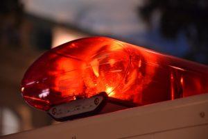 八女市立花町 国道3号線でトラック横転事故 土砂が散乱し通行止めに