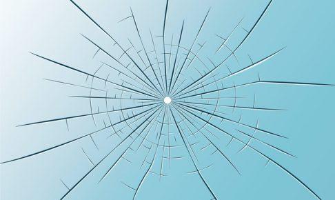 JR久大線 走行中の特急「ゆふいんの森」号の窓ガラスが割れる