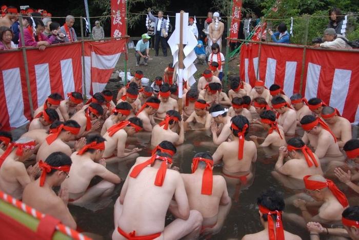 高良大社川渡祭 へこかき祭り)