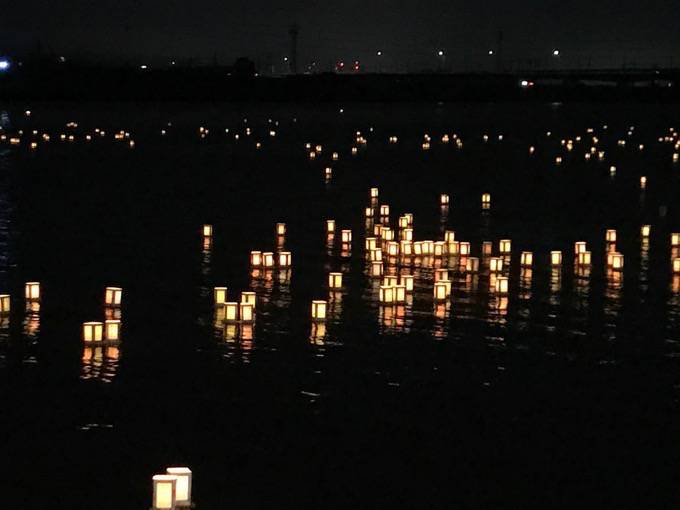 久留米流し灯籠 約3,000個の灯籠 故人をしのぶ 筑後川伝統の精霊流し