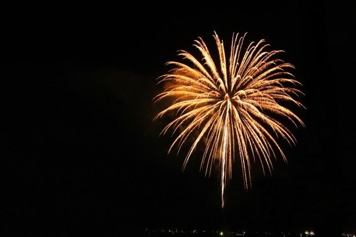 甘木川花火大会 約4,000発が夜空を色鮮やかに照らす 甘木の夏の風物詩