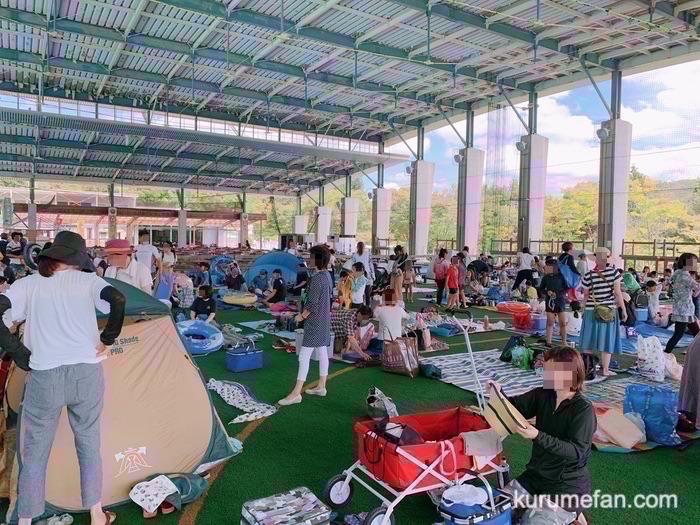 グリーンピア八女 レジャープール 屋根付きの大型休憩所