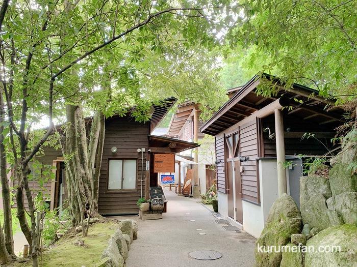 みのう山荘 敷地内 カフェと天然温泉
