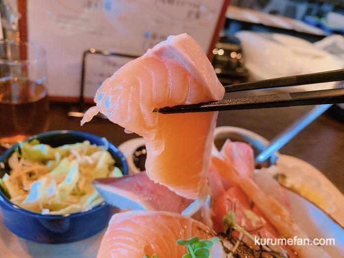 OSAKANA DINING OBANA 合川店 はみ出し海鮮丼 新鮮で大きな刺身