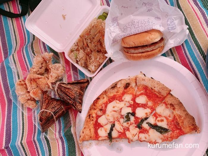 吉野ヶ里夢ロマン軽トラ市で購入したモスバーガー、おこわ、ピザ、唐揚げ