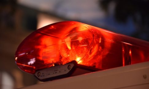 久留米市天神町の病院のドアに79歳女性の車が突っ込む 踏み間違え事故