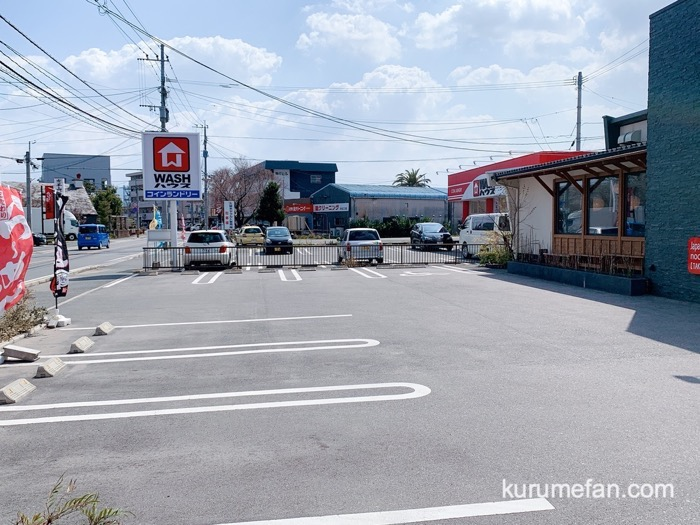 真麺武蔵(TAKEZO)津福店 店舗敷地内に広い駐車場(無料)