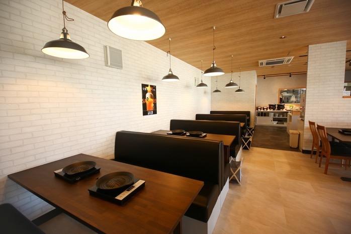 鍋焼き&バイキング 頂(いただき)おしゃれな雰囲気の店内