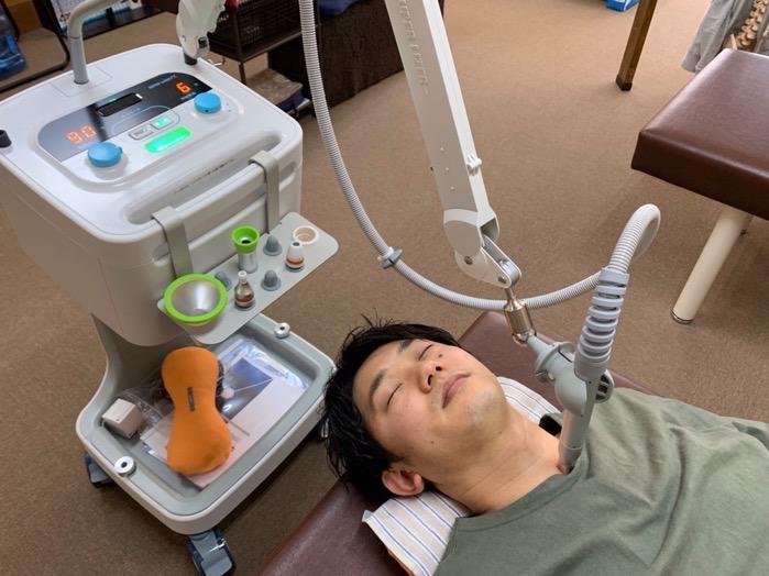 久留米市 となり整骨院 スーパーライザー(レーザー治療器)を使った星状神経節照射療法