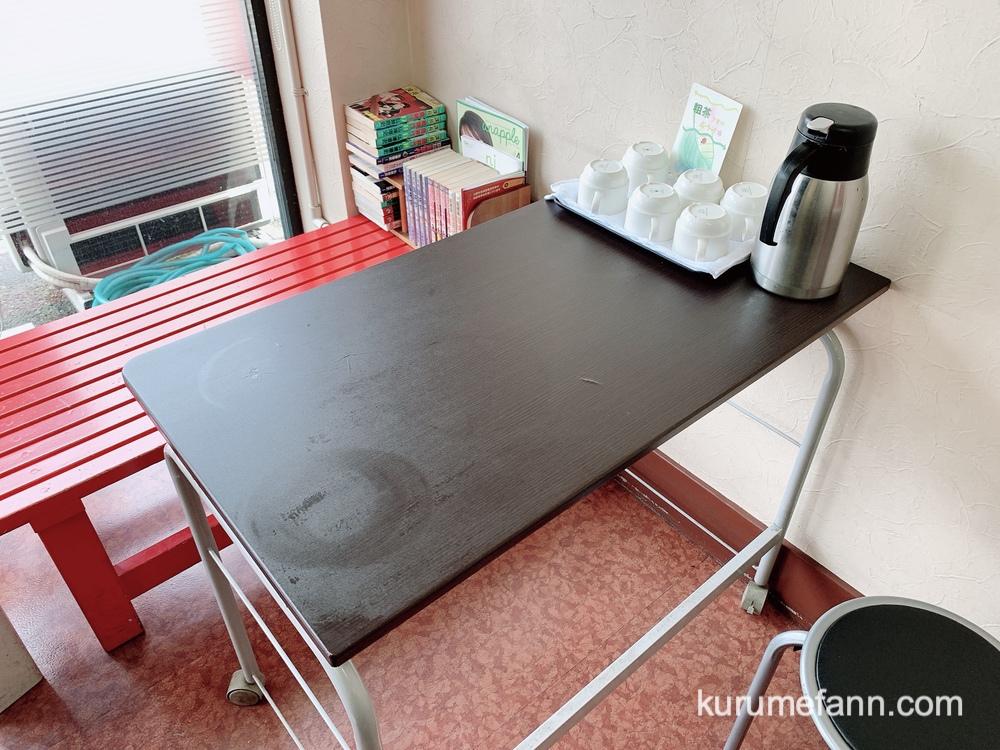 紅蘭 おおば亭 店内に小さなテーブルと椅子