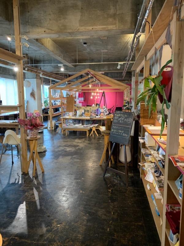 健康のためのカレーとスイーツの店 ナッツココ シェアオフィス「Mekuruto(メクルト)」内にある