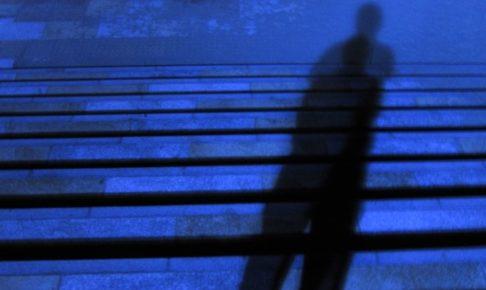 久留米市原古賀町の道路上で女子中学生が、見知らぬ男からつきまとわれる