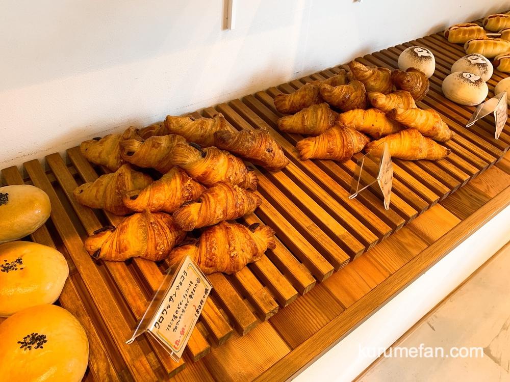 フレッシュベーカリープリモ 店内 焼きたてパンを提供