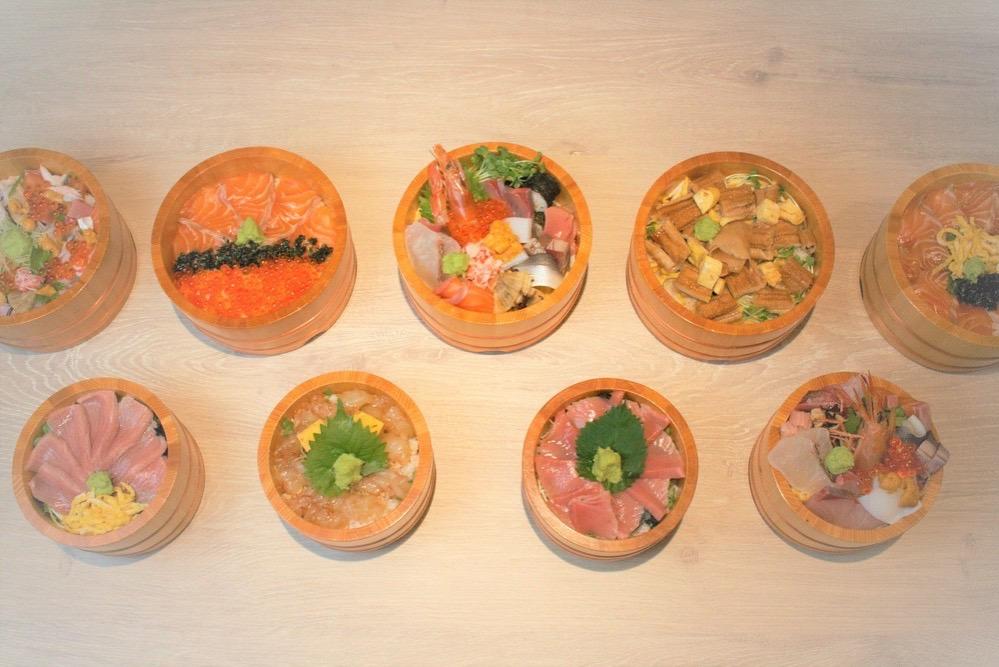 UORIKI お料理はお寿司、丼物、定食まで10種類のメニューから選ぶことができる