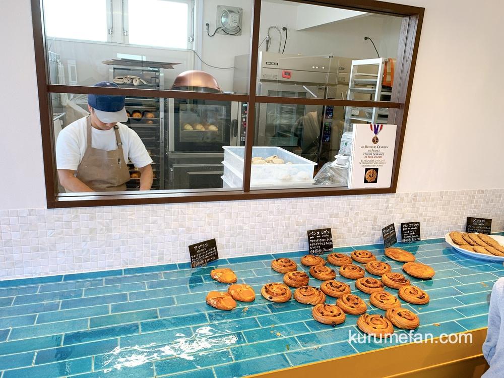 セパグラーブ(久留米市)店内 厨房があり、常時焼きたてのパンを提供