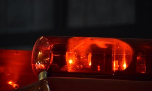 久留米市松ケ枝町の交差点で事故 信号機に衝突し車が全焼