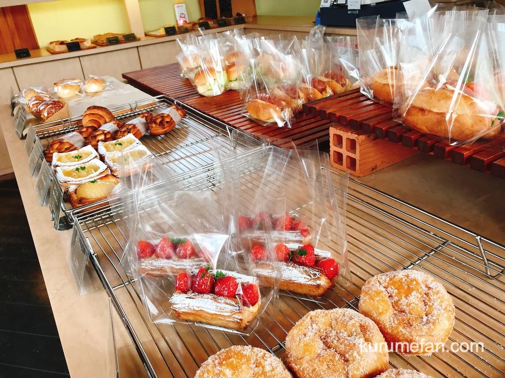 リトルガーデン 店内 幅広い種類のパン