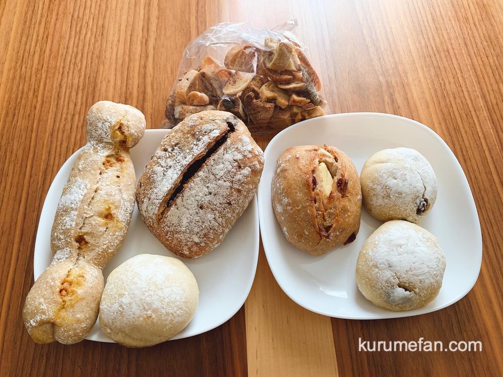 粉kona屋(こなこなや)店内 色々な自家製天然酵母ぱんを購入