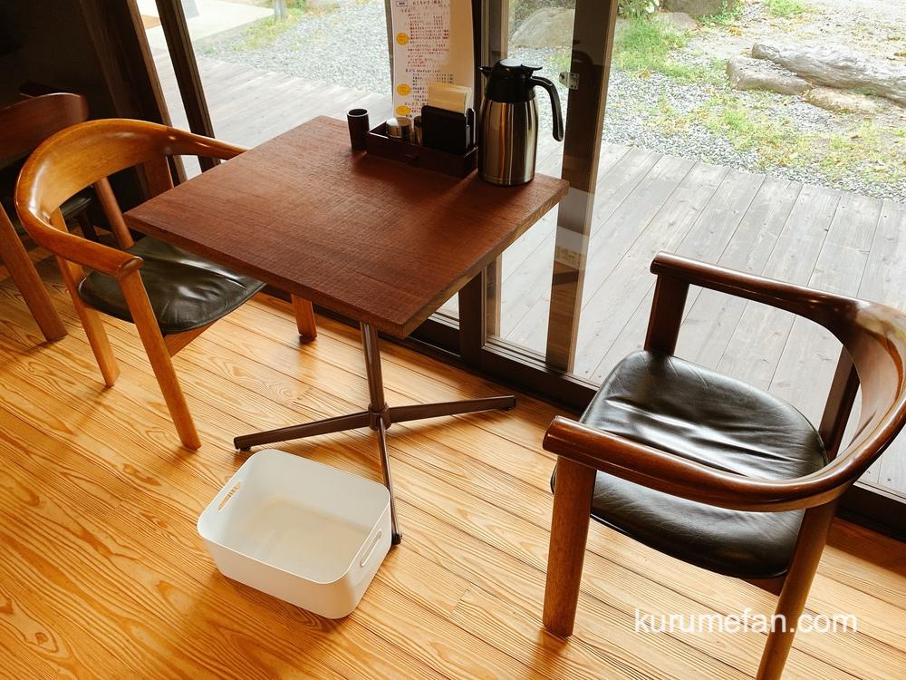 うきは市 うどん不動庵(ふどうあん)店内 テーブル席