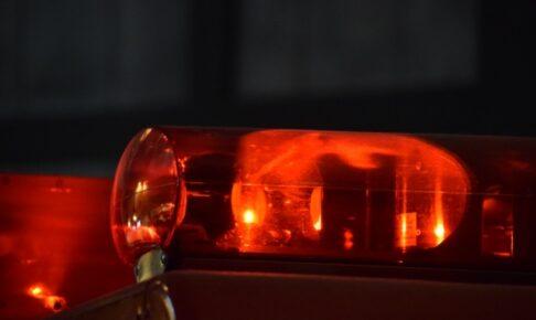 朝倉市の病院の駐車場で車いすの女性が車にはねられ死亡