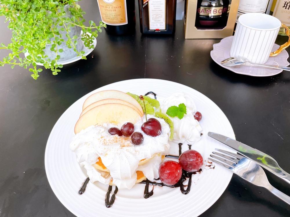 季節のフルーツ使用 フルーツパンケーキ