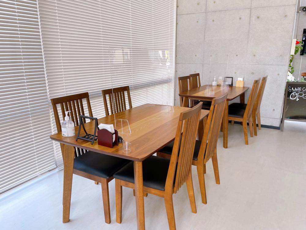 cafe1123 久留米市 テーブル席 コロナ対策 アクリル板を設置