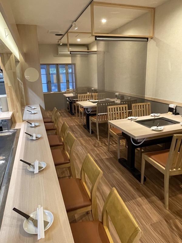 鉄板食堂みなはれ 新型コロナウイルス感染症対策 換気設備とロールスクリーン